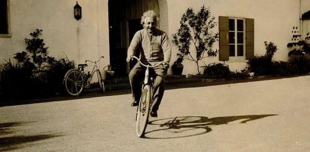 einstein-en-bicicleta-weno-624x307
